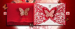 Barato Cartões De Casamento Do Estilo Chinês-Elementos chineses de estilo quente Red Laser Cut Hollow Butterfly Customized Wedding Invitation / RSVP Cards Custom Wedding Supplies