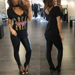 Barato Camisas De Rock Sexy-2017 Moda TShirt Mulheres Rock Roll Letters impresso T Shirt Voltar Sexy Deep V Neck Halter Rock Music Series big girls Hollow Out T-shirt