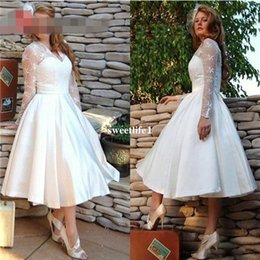 Lace Satin Short Dress Canada - 2017 Elegant V Neck Short Lace wedding Dresses Plus Size Long Sleeves Ball gowns Wedding satin bridal Gowns