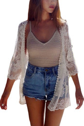 Barato Maiô Mulheres Brancas-Mais recentes 2017 Summer Swimsuits Cover ups Loose Top For Women Beach Style Off White Sheer Rose Lace Beach Kimono Cardigan Maillot De Bain