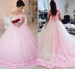 Robes De Robes De Bal Rose Femme Pas Cher-Gorgeous Long Robe de soirée 2017 Puffy Ball Gown Cap Sleeve Fait à la main Fleurs Light Pink Femmes Style arabe Quinceanera robes