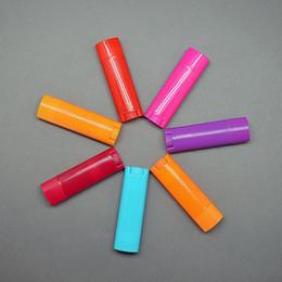 1000 pçs / lote 4.5g Vazio Oval Lip Balm Tubos Desodorante Recipientes cor misturada 20170308 # em Promoção