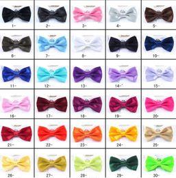 Ingrosso PreTied Mens Dickie Bow Tie Cravatta BowTie Pre Tied Reggiseno da sposa regolabile Tinta unita Seta tinta unita 30 colori