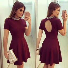 Barato Vestido Quente Do Clube Backless-Hot Burgundy Cap Sleeves Short Homecoming Vestidos 2017 Vintage Beaded High Neck A Linha Keyhole Backless Mini Cocktail Gowns