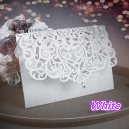 Barato Corte A Laser Convites Porcelana-Atacado- China Vintage Laser Cut Wedding Invitations White 50pcs Party Elegant Luxurious invitation Card Paper