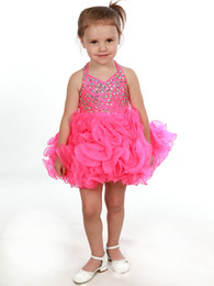 Barato Mini-saia Cor-de-rosa Barata-Baby Pageant Dresses 2017 Cheap Halter Neck e cristais espumantes Corpete cabido Saia Ruffled Curta Hot Pink Girls Cupcake Dress Up