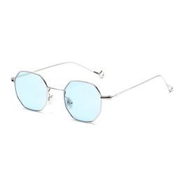 414bbf9387 Hot GIRL Designer Women Gafas de sol Vintage Retro Metal Square 2018 Nuevo  Ultra-light Small Frame Glasses 13 colores Simple eye accesorios