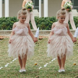 Habiller Des Plumes Roses Pas Cher-Blush Pink Feather Flower Girl Robes Longueur au genou Toddler Pageant Robe Boho Wedding Beach Little Baby Gowns for Communion