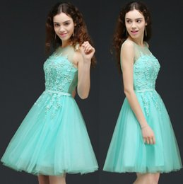 Robes À La Menthe Au Genou Pas Cher-Hot Mint Green Tulle Short Robes Homecoming 2017 Newly Sheer Jewel Neck Une ligne Longueur au genou Robes de cocktail avec dos en dentelle CPS662