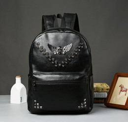 Discount mens bag trends - Factory sales brand mens bag backpack British couple skull rivet leather backpack, trend of wind capacity Korean leather