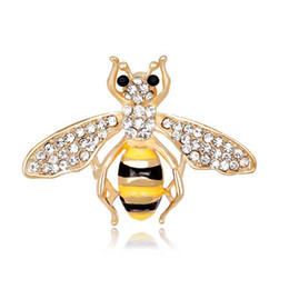 Wholesale Fashion Women Handmade Painted Alloy Cartoon Bee Brooches Pin Gold Plated Painted Enamal Corsage Jewelry Accessory