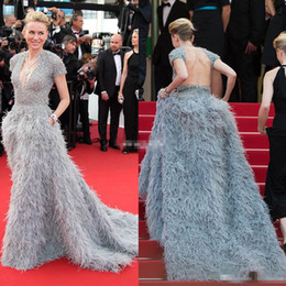 Tapis Rouge Du Soir Pas Cher-2017 Cannes Naomi Watts Formal Celebrity Robes de soirée Glamorous V Neck Manches courtes Perles Feather Backless Red Carpet Gowns Prom Dresse