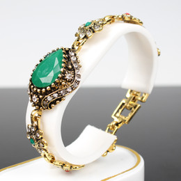 $enCountryForm.capitalKeyWord Canada - 2016 new European and American retro jewelry diamond-studded emerald bracelet fashion hot money mixed batch of small