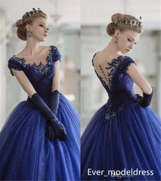 Robes En Manche À Manches Pas Cher-2017 Vintage Quinceanera Robes Ball Gown Scoop Neck Cap Sleeves Lace Appliques Bleu marine Long Sweet 16 Party Prom Evening Gowns