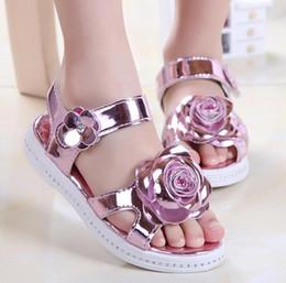 Korean Baby Flowers Canada - Summer new children Beach shoes Korean Open toe girls rhinestones Roman sandals Non-slip T-belt baby Princess sandals 26-30