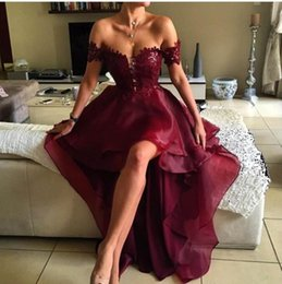Robes Élégantes Salut Bas Pas Cher-2017 Burgundia Robes de bal Off the Shoulder Appliqued Lace Red Wine Robe de soirée haute haute Graduation Backless Elegant Evening Gowns