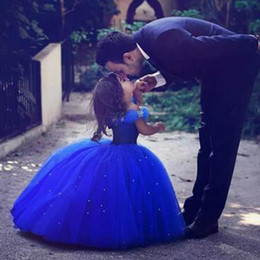 Robes De Fleurs Bleu Royal Pas Cher-Stunning 2017 Royal Blue Girls Siteant Robes Puffy Tulle Off the Shoulder Crystals Longueur de plancher Flower Girl Dresses Pageant Gowns Kids