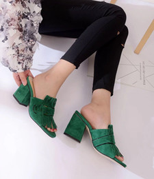 Venta al por mayor de 2017 mujeres vendedoras calientes sandalias de tacón grueso zapatos de oficina señora informal sandalias de fondo grueso verde talones cortos niñas moda zapatos negros 9 # T02