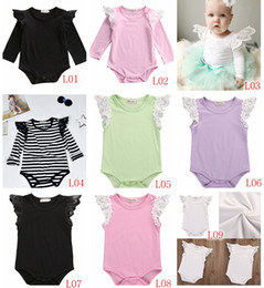 Combinaison Blanche Blanche Pas Cher-2017 INS Été Automne Nouveaux bébés Coton noir blanc Stripe nouveau-né Manteaux à manches à volants en dentelle Enfant Toddler Girl Romper Combinaisons 9colors