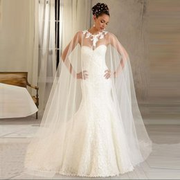 Barato Casaco De Casaco De Renda De Casamento-2017 New White Ivory Hot Sole White Wrap Bridal Jackets Tulle Lace Appliques Cape Wedding Cloak