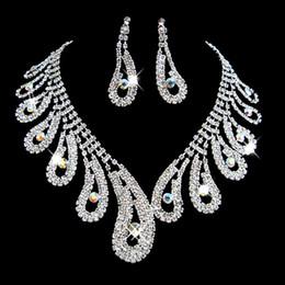 Großhandel Mode Strass Brautschmuck Sets Silber Kristalle Hochzeit Halsketten Und Ohrringe Für Braut Prom Abendgesellschaft Zubehör