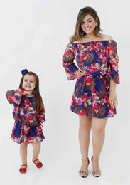 $enCountryForm.capitalKeyWord UK - 2017 Family Matching Outfits Mother And Daughter Off-Shoulder Dresses Baby Girls Red Flower Dress Kids Parent Summer Clothes