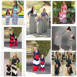 Barato Vestidos De Manga Longa 4t-Mother Daughter Clothes Family Set Vestidos à prova de correspondência Striped Printed Dress Long Sleeve Kids Parent Child Outfits Frete grátis