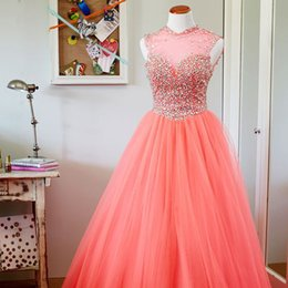 Barato Vestido De Coral Brilhante-Cristais Sparkly Coral Prom Dress Sheer Jewel Neck Sleeveless Beads Coloridos Top Tulle Skirt Pavimento Comprimento Formal Gowns