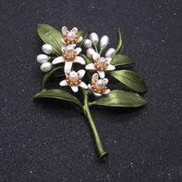indian style brooches Canada - orange blossom brooches natural pearl lapel pins for women suit dress coat wearing retro vintage elegant style green leaves white flowers
