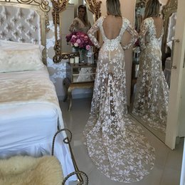 Voir Paillettes Pas Cher-2017 See Through Mermaid Robes de bal V Neck manches longues Dentelle blanche avec des sequins Robe de soirée Backless Dress Chapelle