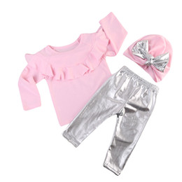 Pantalon En Cuir Pour Bébé Pas Cher-2017 Nouveau Bébé Fille Vêtements Set À Manches Longues Volants Rose T-Shirt Tops + Argent Leggings En Cuir Pantalon + Bowknot Chapeau 3PCS Filles Tenues Ensemble