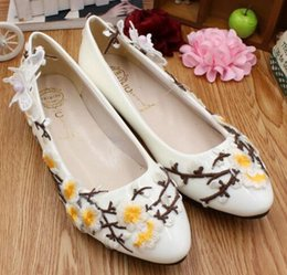 Girls Wedding Flat Shoes Canada - Fashion flowers flats shoes woman femalel lady creative flats wedding white gold shoes DG200 sweet girl evening party shoes