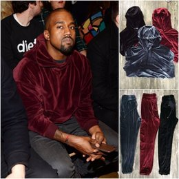 Barato Ternos De Suor De Veludo-Wholesale-2017 New Arrived Good Quality Hip Hop Sólido Hoodie de veludo e calças Ternos de suor para homens Kanye West Style Mens Tracksuit Tamanho M-XL