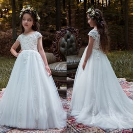 Robes Blanches Fines Pas Cher-Princess Pure White Robes de scène de filles Applique à la dentelle Robe sans manches Sweep Train Jewel Neck Girls Robes formelles