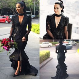Barato Vestido Preto Profundo Do Laço V-2017 Deep V Neck Mermaid Evening Dresses Elegant Manga comprida Lace Appliques Puffy Hi Lo Black Prom Dresses Mãe da Noiva Party Dresses