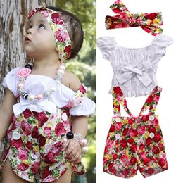 Barato 2t Girl Suspender-New Cute Baby Sets Girls Summer Children Conjuntos de roupas Flores Headband Suspender Pants Bowknot Tops 3pcs Set Girl Outfits Trajes A6929