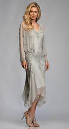 Splendido abito in chiffon grigio argento con applicazioni di pizzo e lunghezza del tè per la madre Abiti da sposa con maniche lunghe scollo a V per matrimoni