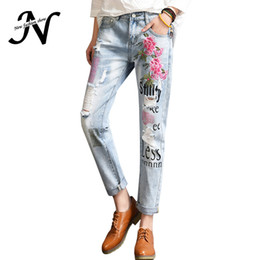 Barato Jeans Para Mulheres Denim Harem-Venda Por Atacado - New Fashion Harem Jeans Pants Summer 2017 Casual Ripped Jeans For Women Bordados Flores Loose Denim Jeans Womens With Hole