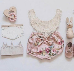 Barato Rendas Chiffon Tops Vestidos-2017 INS Baby Girl Toddler Summer 2 peças set dresses Lace Crochet Hollow Tops Tanks Vest Shirt + Rose Floral Shorts Calças Bloomers Cute