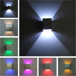 Vente en gros Lampe de mur LED design moderne Hall Lampe de lumière de couloir Porch Blanc chaud Rouge Bleu Lumière LED haut-bas