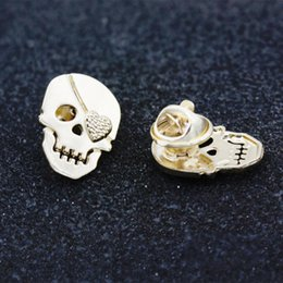 Female Skull Shirts Canada - Men Suit Collar Pin Brooches Skull Crystal Brooch For Women male Female Corsage Shirt Pin Scarf Buckle New Fashion Apparel Broches Jewelry