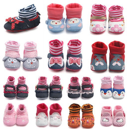 Bottes D'hiver Chaud Et Doux Garçons Pas Cher-Baby Winter Warm Slippers Toddler Boys Girls Chaussures avec Leg Warmer Baby Cartoon Stripe Bow Animal Stocking Chaussures Indoor Soft Soft Bottes