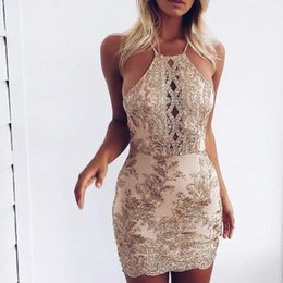 Robes De Dentelle Design Pas Cher-Designer Broderie Hollow Out Club Robes 2017 Summer Fashion Floral Halter Bandage Party Lace Backless Mini Party Dress Night Club Wear