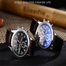 Orologi di lusso Mens numeri romani Blue Ray Glass Orologi Uomo Luxury Leather Analog Quartz Business Orologio da polso da uomo Relogio