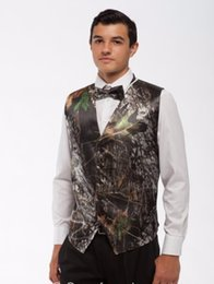 Hommes De Mariage Hommes Pas Cher-Brown Real Tree Camo Gilets de mariage pour hommes Vêtements d'extérieur Groomsmens Gilets Realtree Spring Camouflage Slim Fit Hommes Gilet V-neck Custom With Bow Top