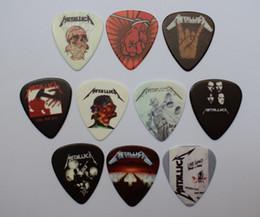 Toptan satış 10 adet 0.71mm Yeni Popüler Ön Ve Arka Baskı METALLICA Rock Band Müzikal Pena Gitar Seçtikleri
