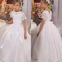 Satin Blanc Pas Cher-2017 Vintage Princess White Flower Girl Robes Une Ligne Crew Neck Cap Sleeves Bow Sash Kids Formal Wears Birthday Party First Communion Dress