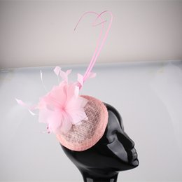 Barato Fascinadores De Noiva Rosa-Frete grátis Alta qualidade rosa OEM Cocktail feather Fascinators Headband Sinamay Base Com Loop Hair Accessorie Party Prom Bridal Headwear