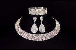 Vendita calda Sposa classica con strass in cristallo Collana girocollo Orecchini e bracciali Set di gioielli da sposa Accessori da sposa Gioielli da sposa