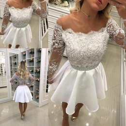 Robes À Manches Longues À Perles Courtes Pas Cher-White Beaded Sheer Short Homecoming Robes 2018 Off the Shoulder Long Sleeves A Line Button Vintage Cocktail Party Wear